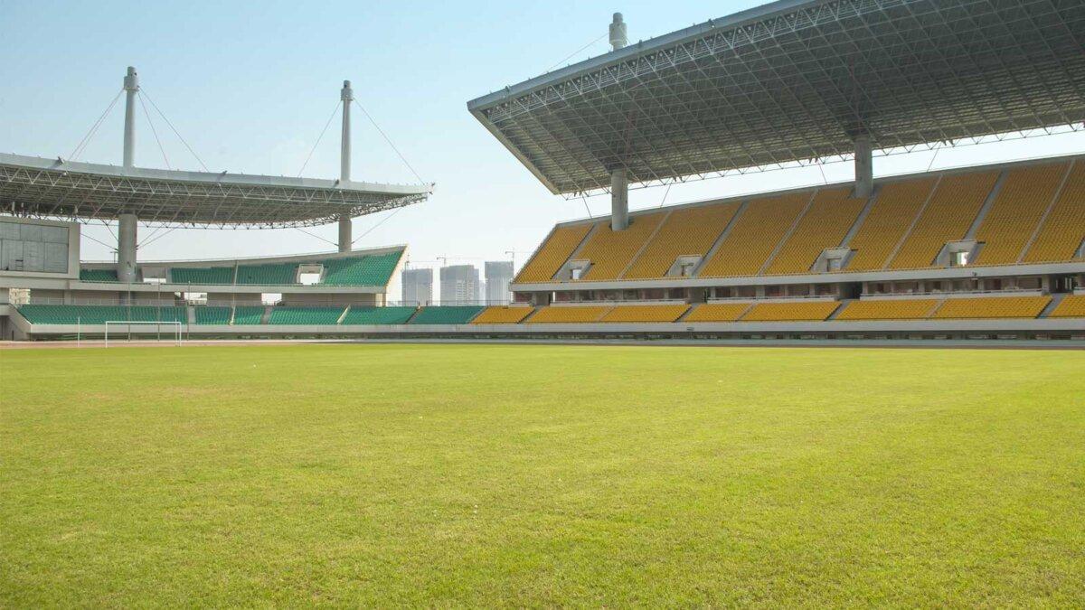 Стадион фубтбольное поле трибуны