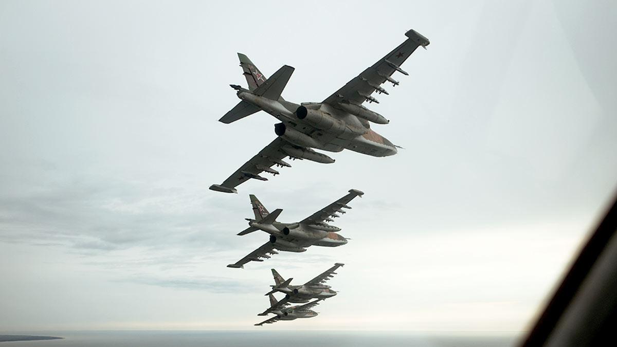 Самолеты Су-25СМ на вылете штурмовик