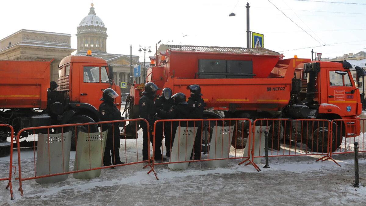 Санкт-Петербург Невский проспект полиция перекрыли улицу оцепление протесты