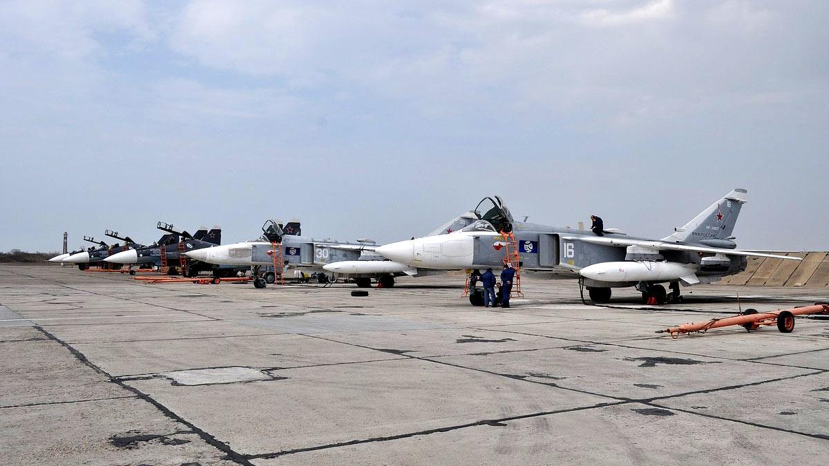 Учебные полёты экипажей многоцелевых истребителей Су-24М ЧФ Черноморского флота