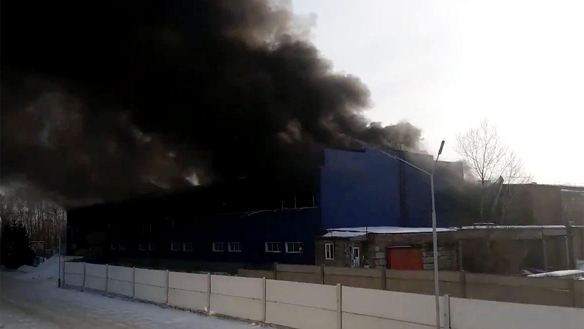 Взрыв и пожар на складе горюче-смазочных материалов в Советском районе Красноярска