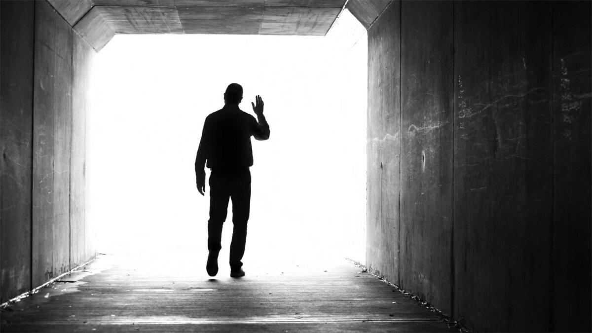 Загробная жизнь мужчина свет в конце тоннеля the afterlife