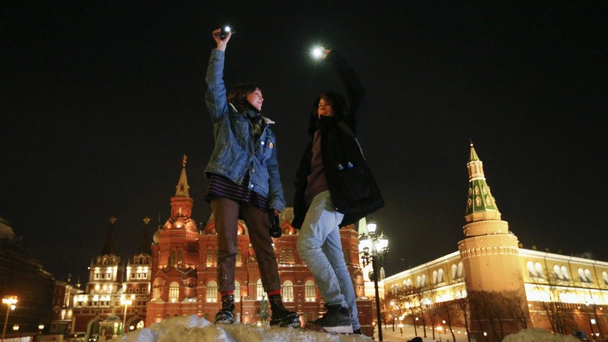 акция навальный фонарики