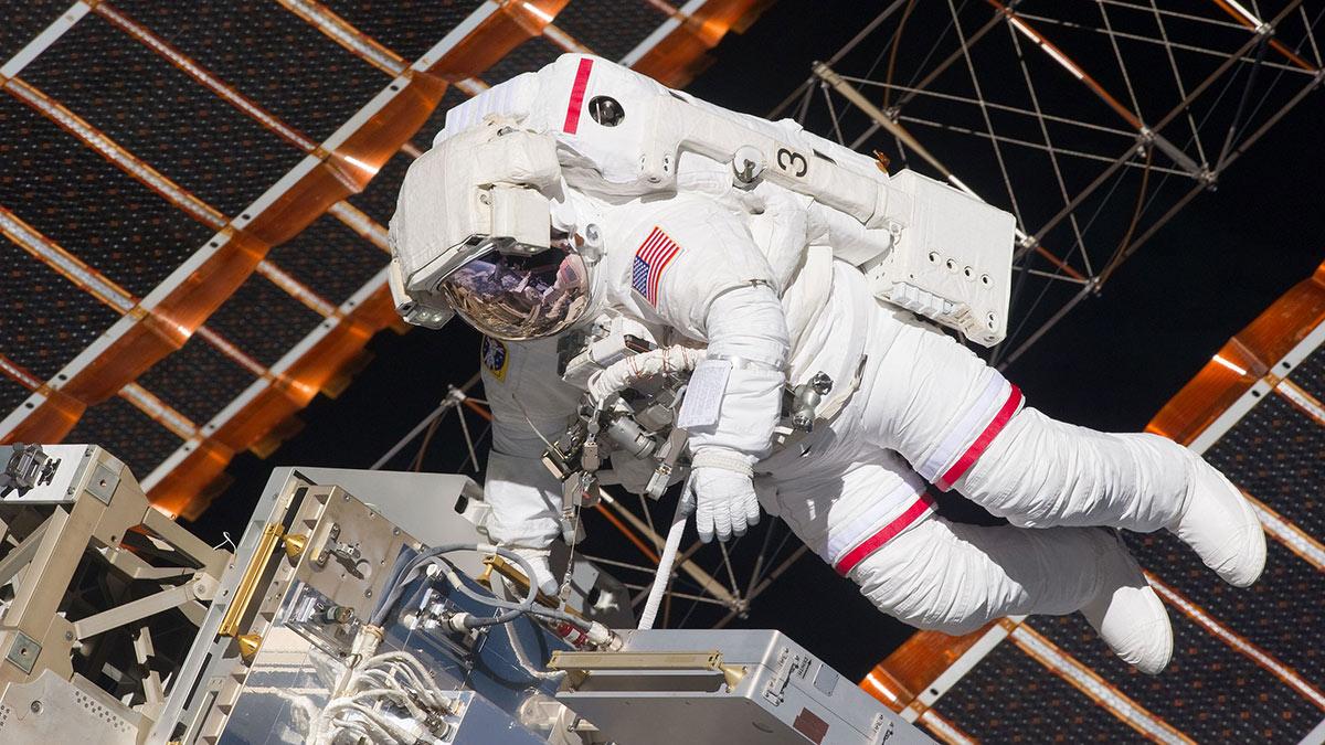 астронавт наса выход в открытый