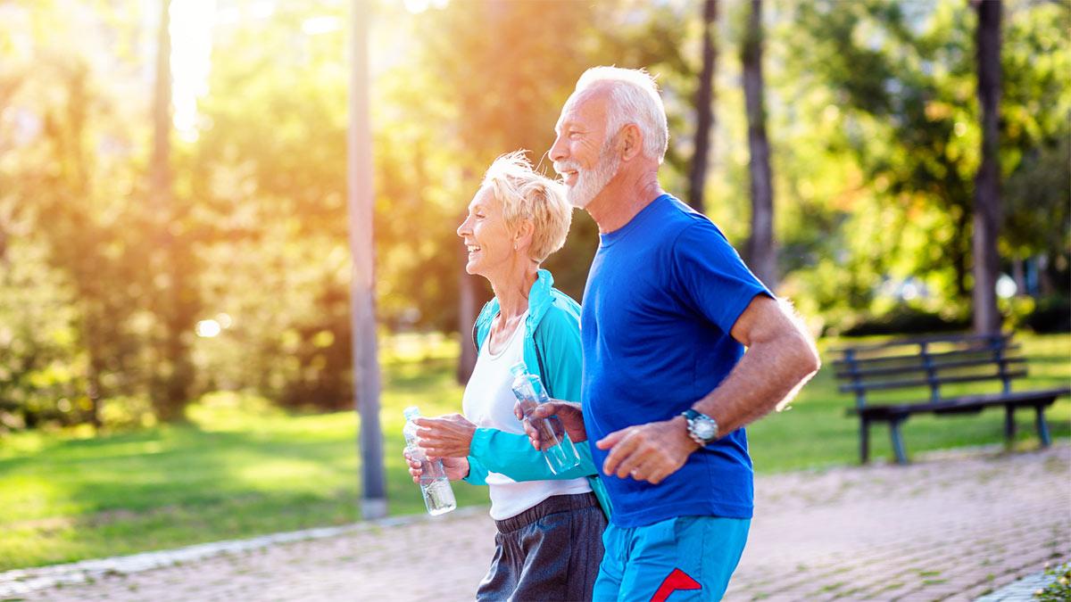 семейная пара занимается спортом бег тренировки