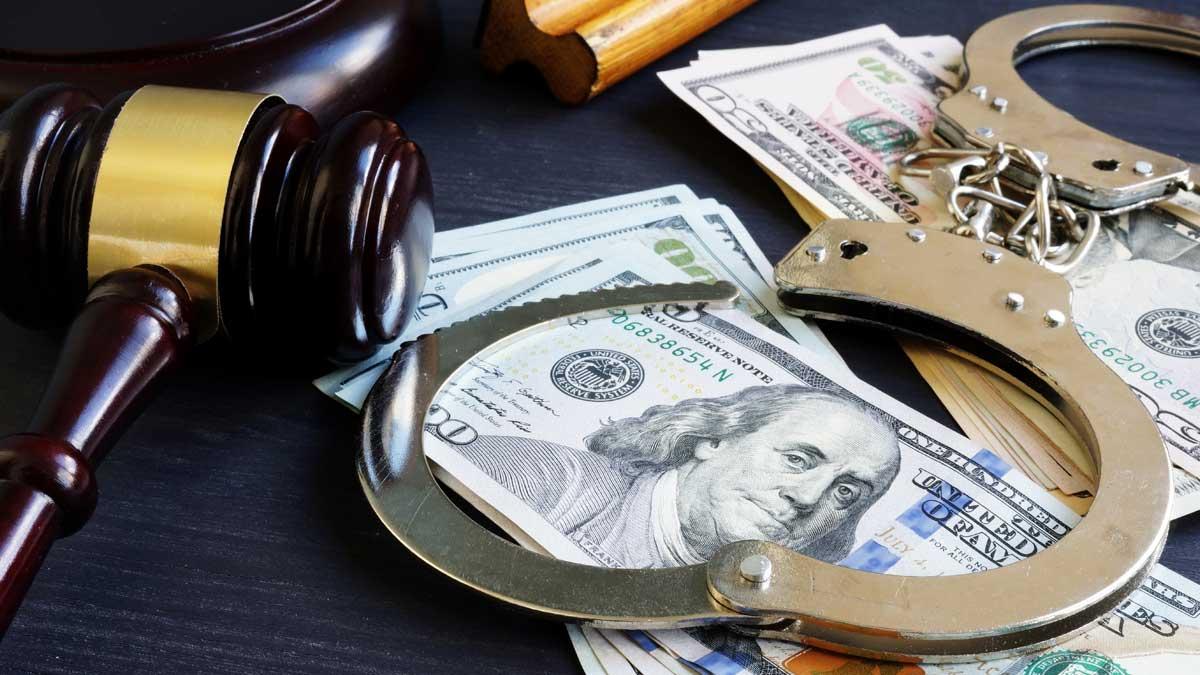 деньги наручники молоток освобождение под залог release on bail