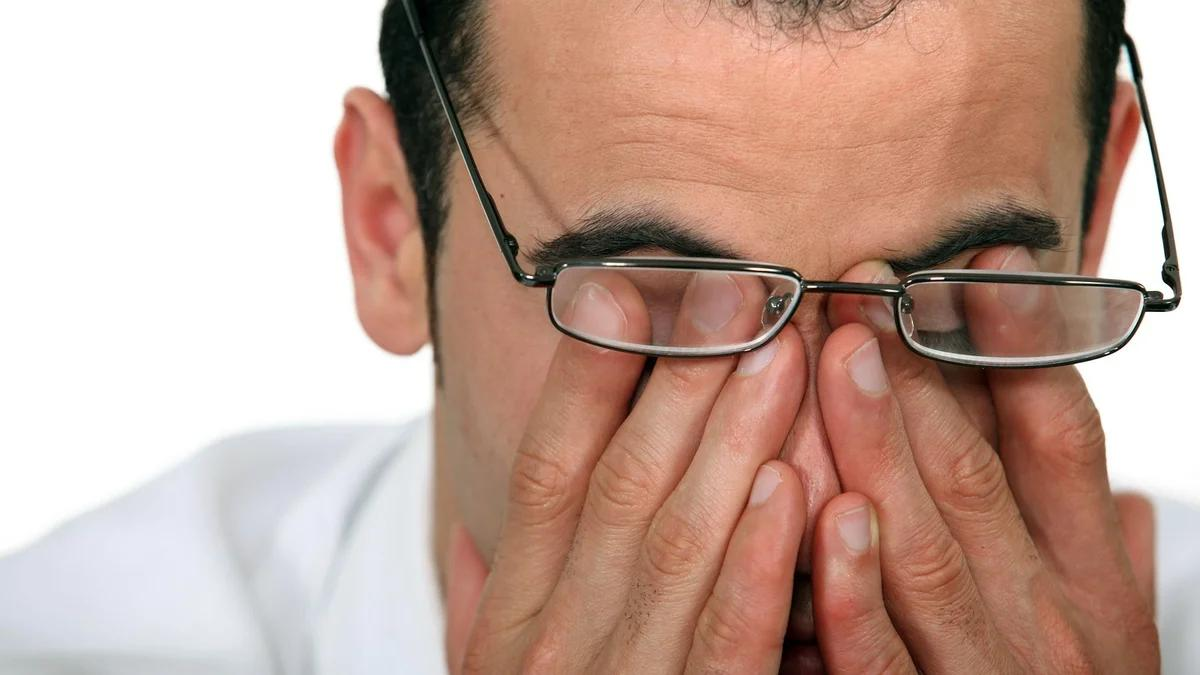 болят глаза у мужчины
