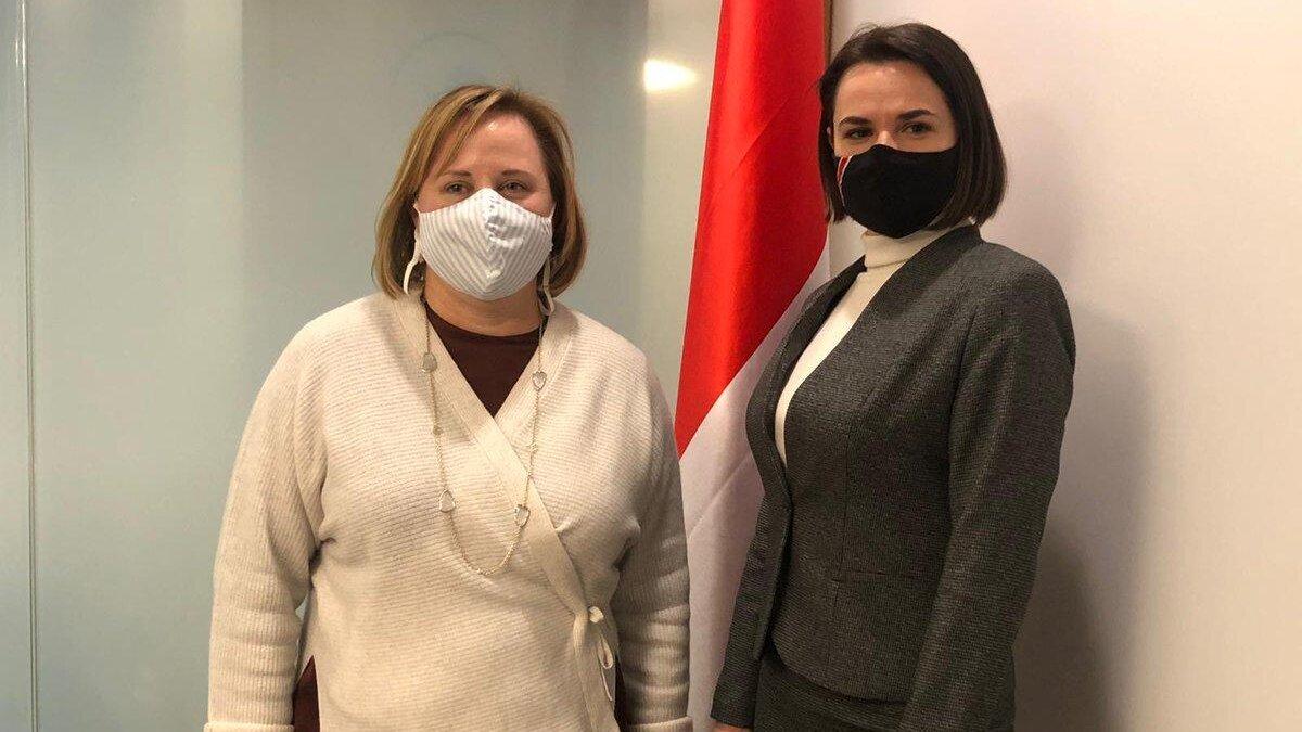 Светлана Тихановская и назначенный посол США в Беларуси Джули Фишер