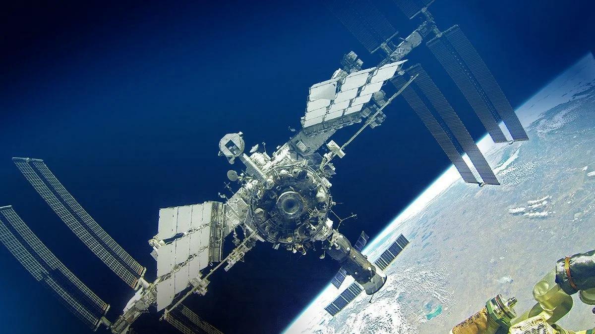 стыковка м МКС в космосе