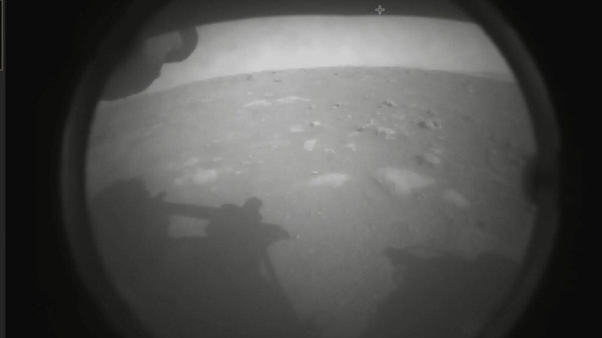 первый снимок с марсохода NASA Perseverance