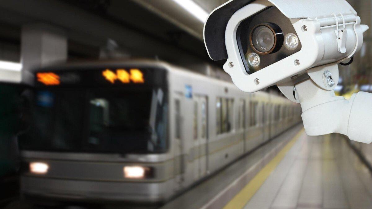 видеокамера в метро