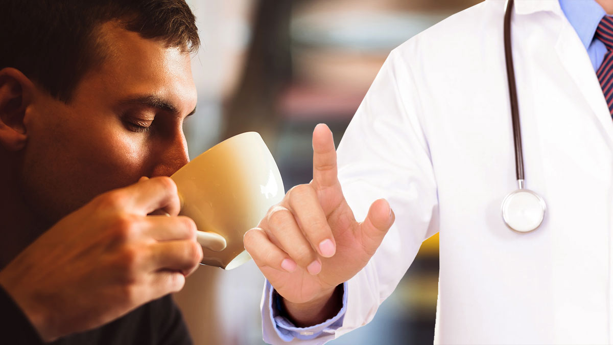 мужчина пьет кофе доктор исследование здоровье