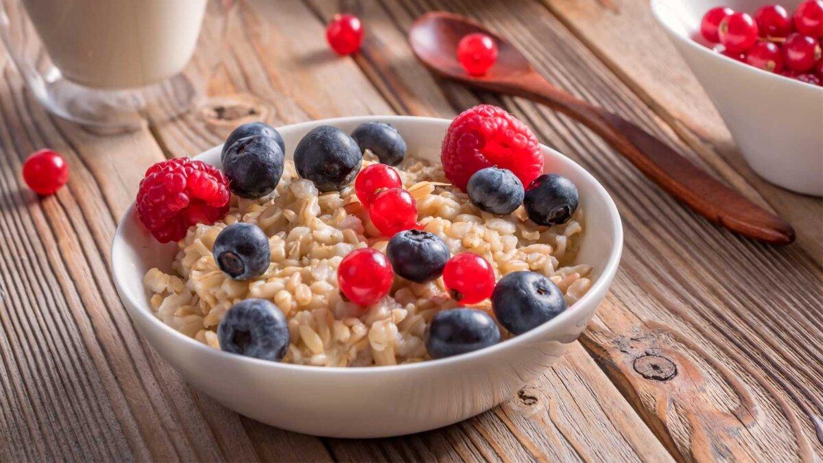 овсяная каша малина ложка тарелка oatmeal porridge