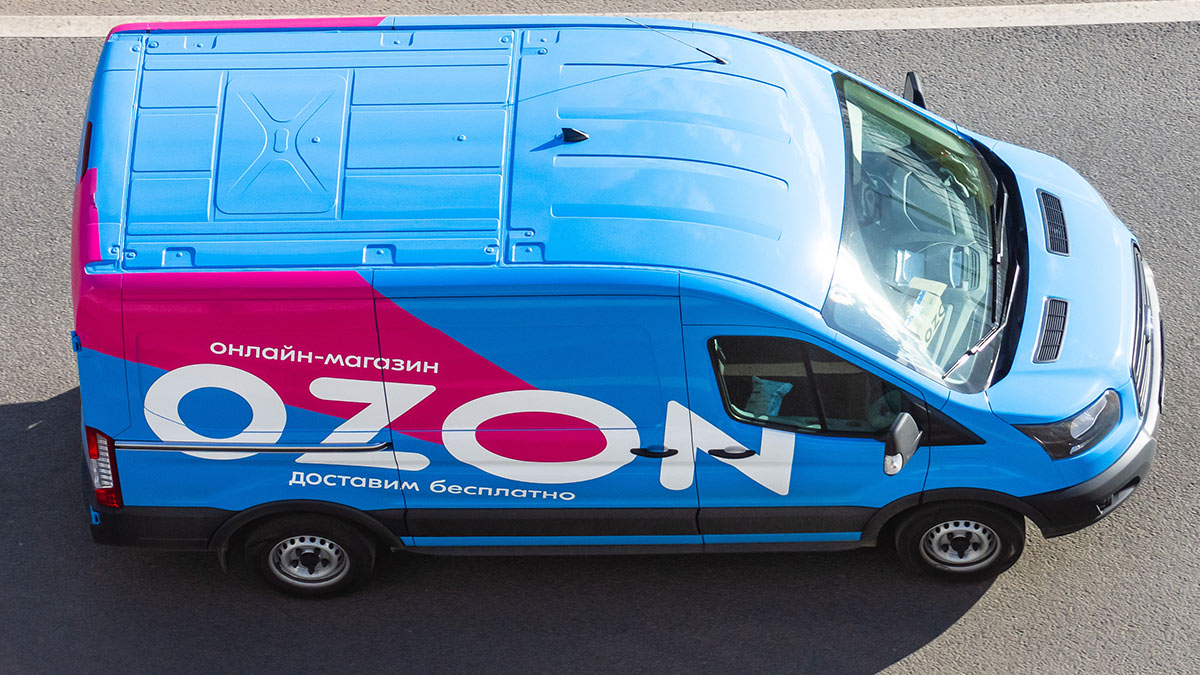 машина доставки интернет-магазина ozon