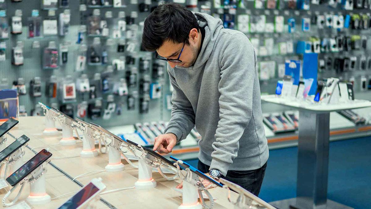 покупка смартфона выбор покупатель салон связи магазин