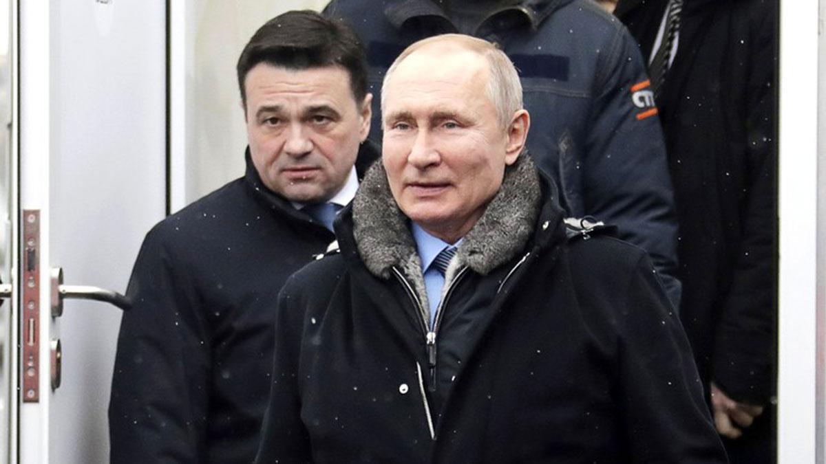 Владимир путин на улице в куртке зима
