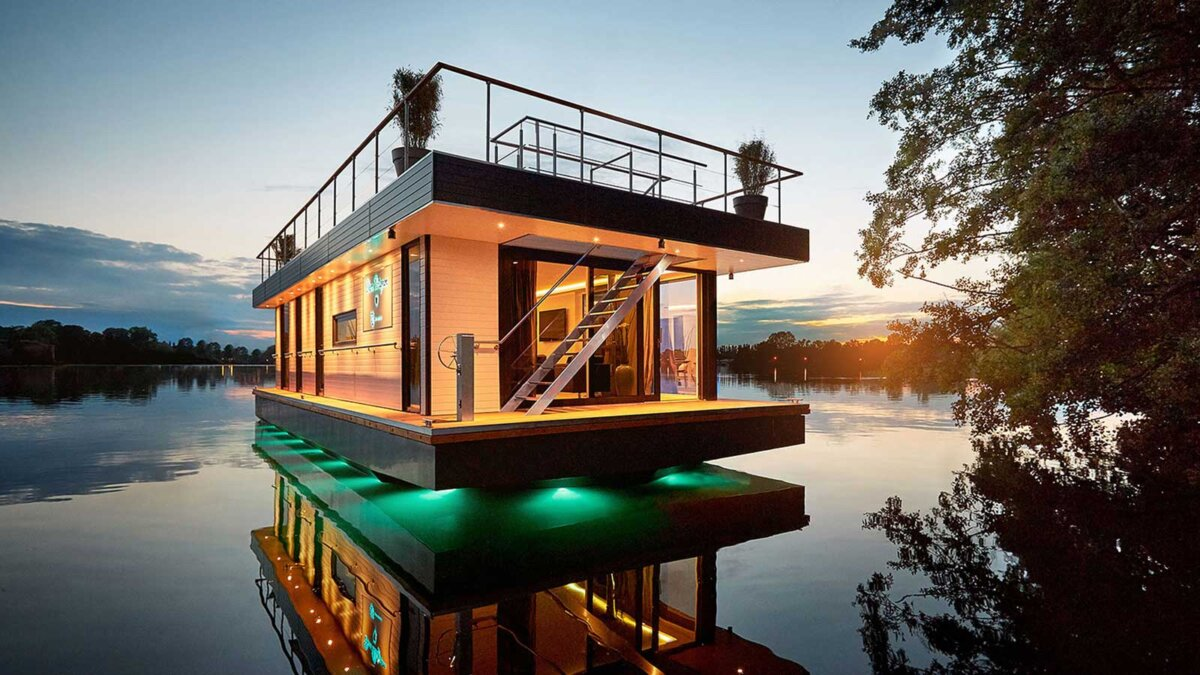 self-propelled houses on the water самоходные дома на воде