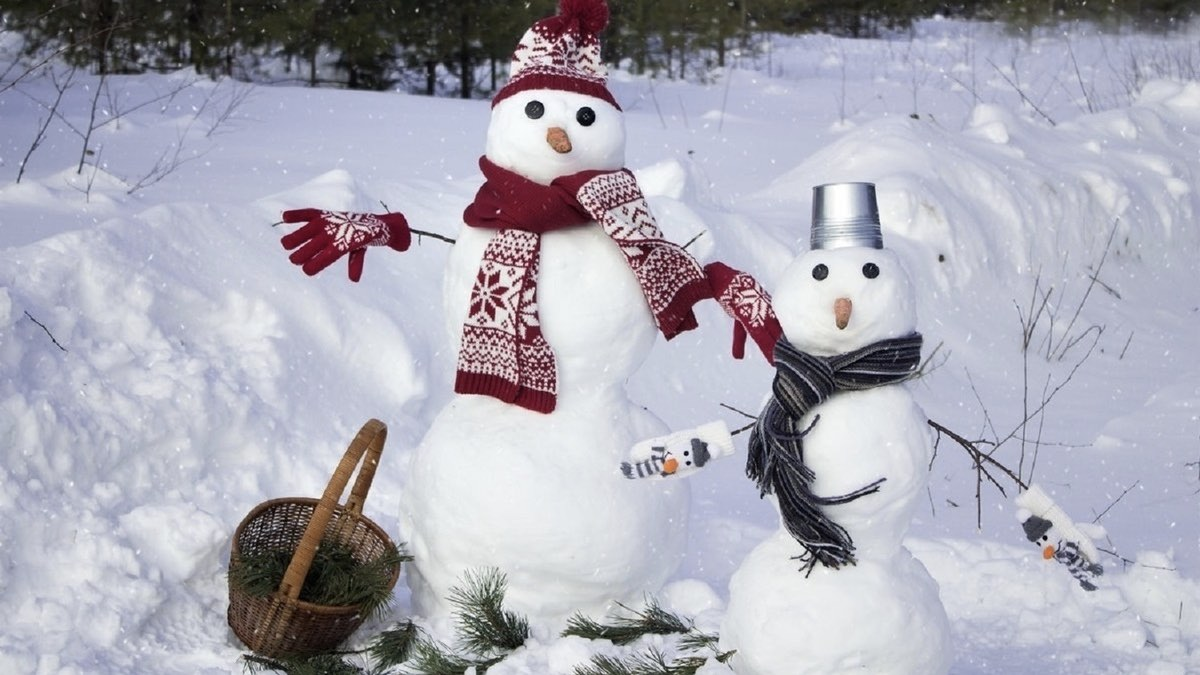 снеговики с шарфами