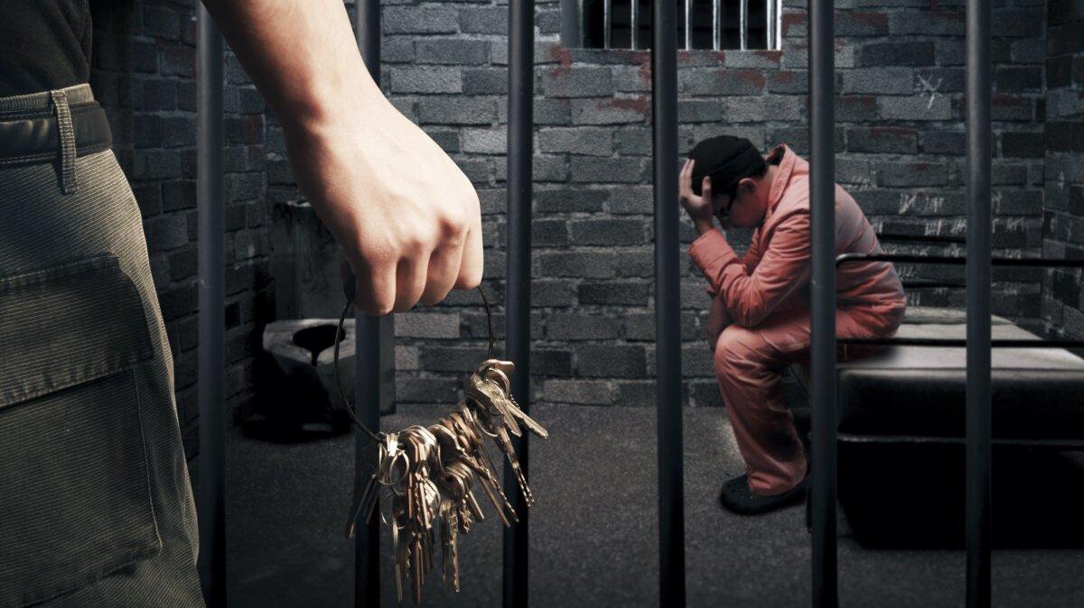 тюрьма заключенный надзиратель