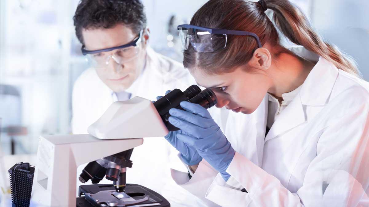 женщина мужчина ученые очки