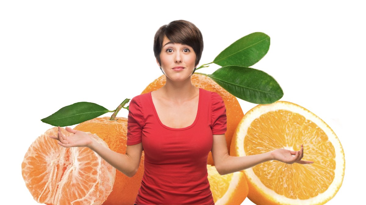 женщина выбирает мандарин апельсин