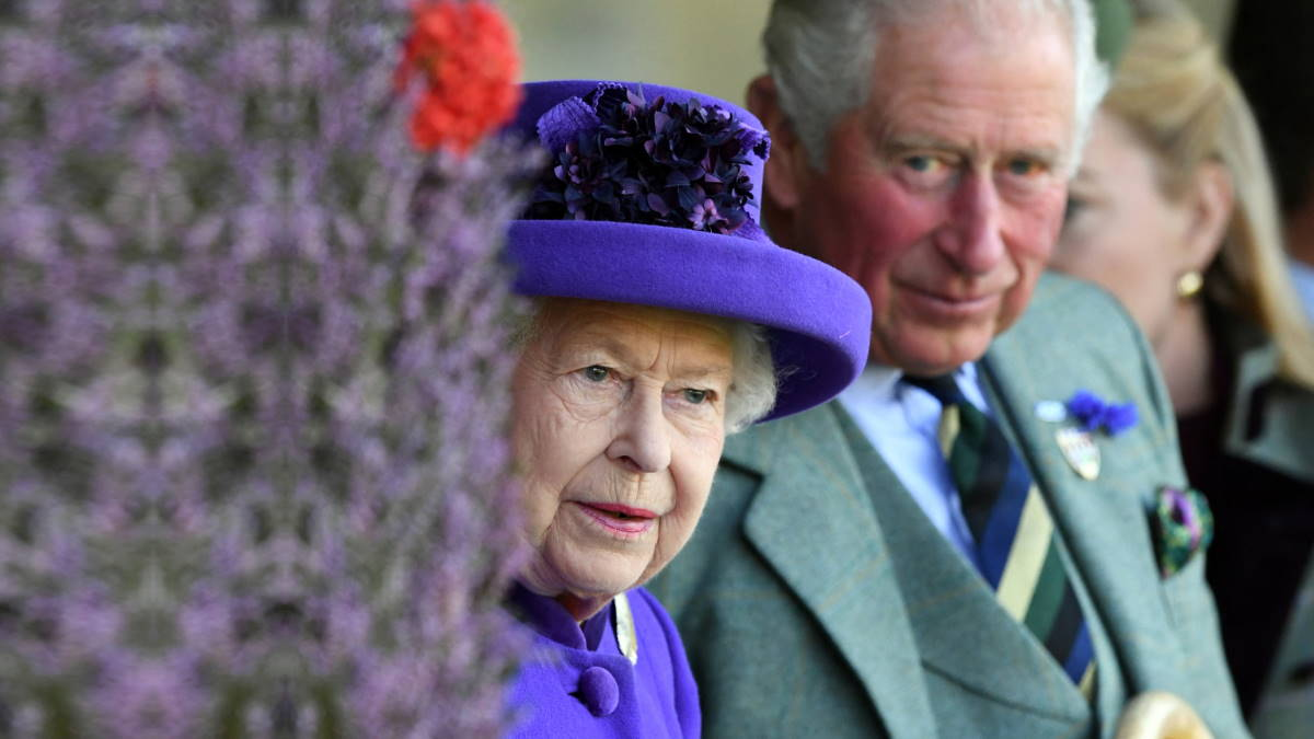 Королева Великобритании Елизавета II и принц Чарльз