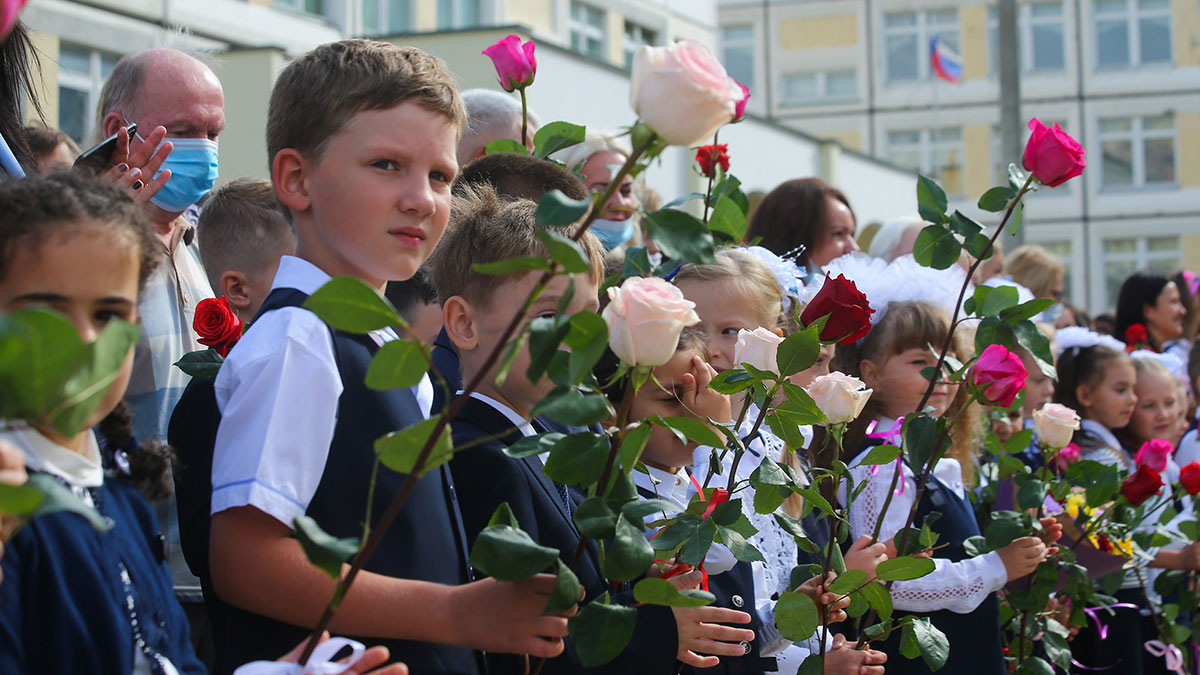 дети школа линейка 1 сентября день знаний