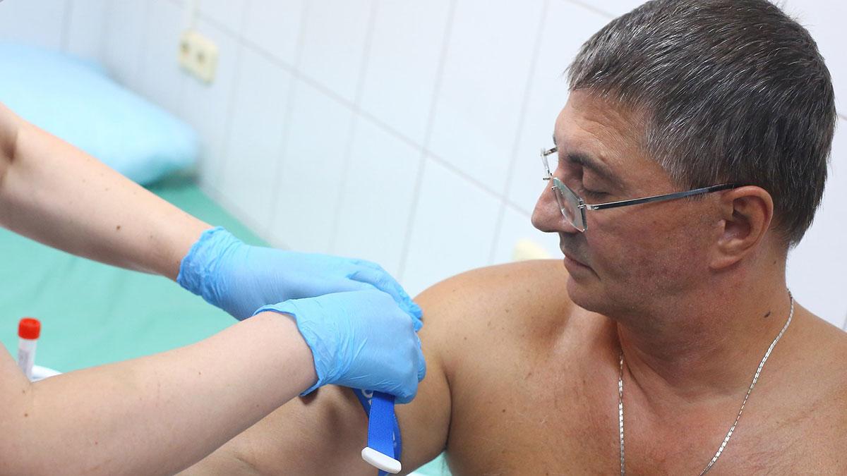 Доктор мясников на приеме у врача прививка анализ