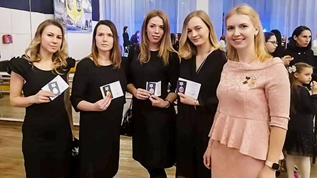 В России появилась награда - Заслуженная жена подводника
