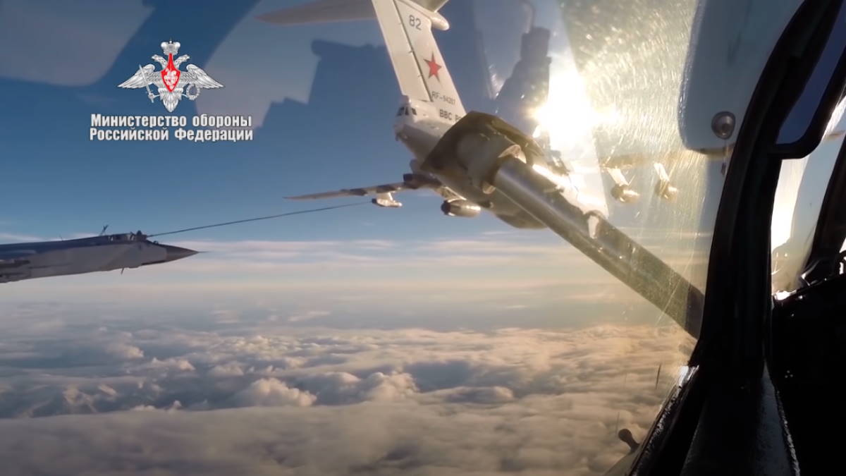 Российские МиГ-31 впервые пролетели с дозаправкой над Северным полюсом