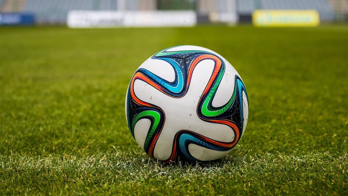 мяч футбольное поле