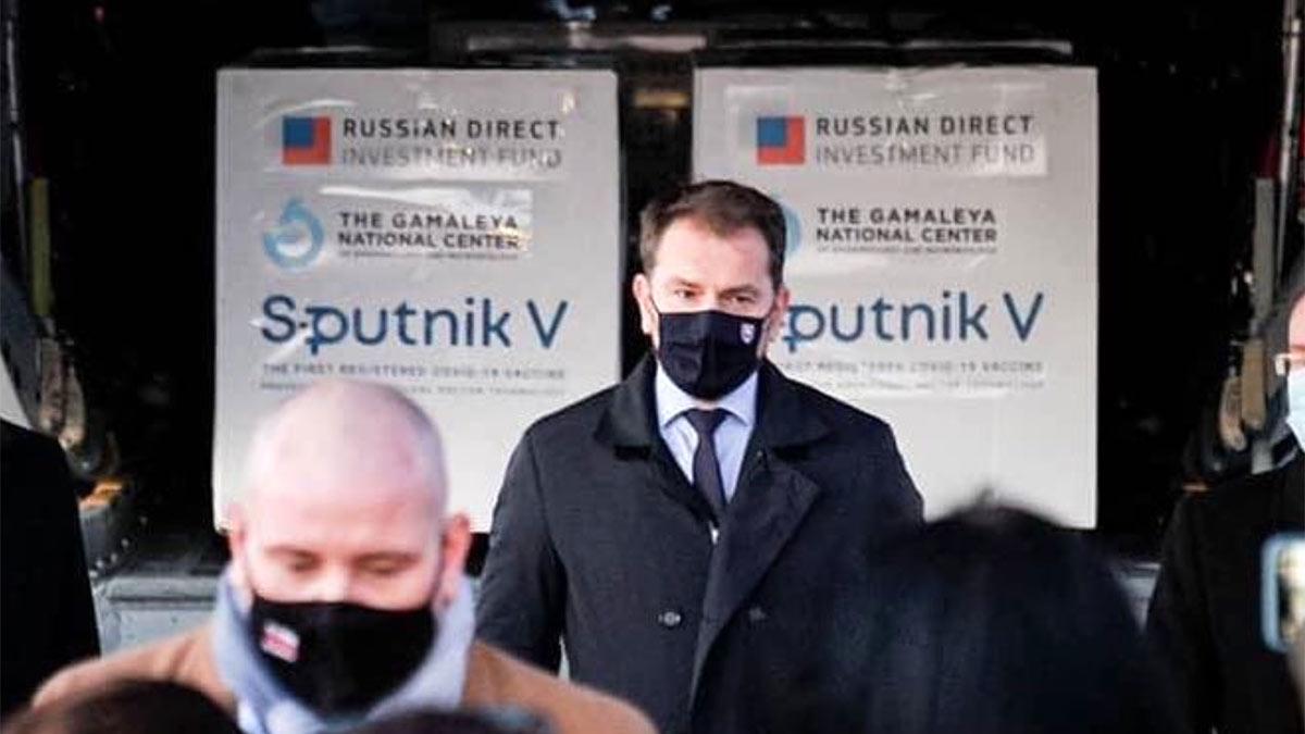 Игор Матович премьер-министр Словакии в маске