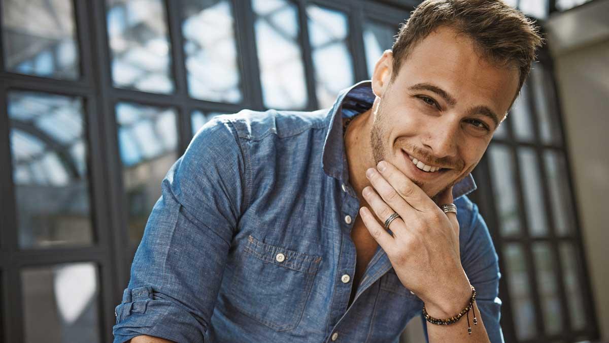 Известный турецкий актер Керем Бурсин