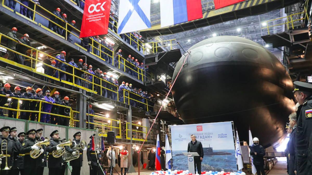 Подводную лодку Магадан спустили на воду