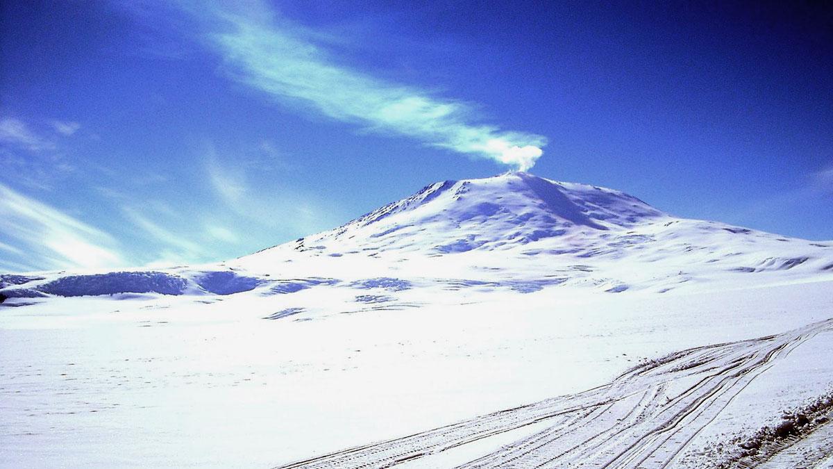 Гора Эребус вулкан в Антарктиде