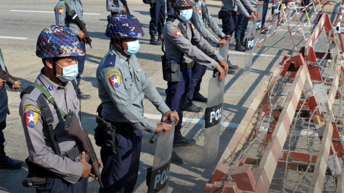 Военный переворот в Мьянме 2021 полицейский кордон