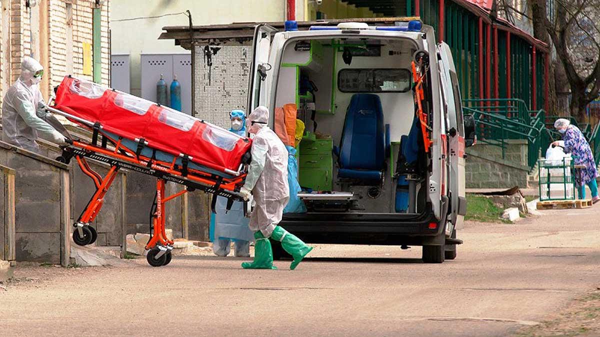 Скорая помощь каталка врачи улица