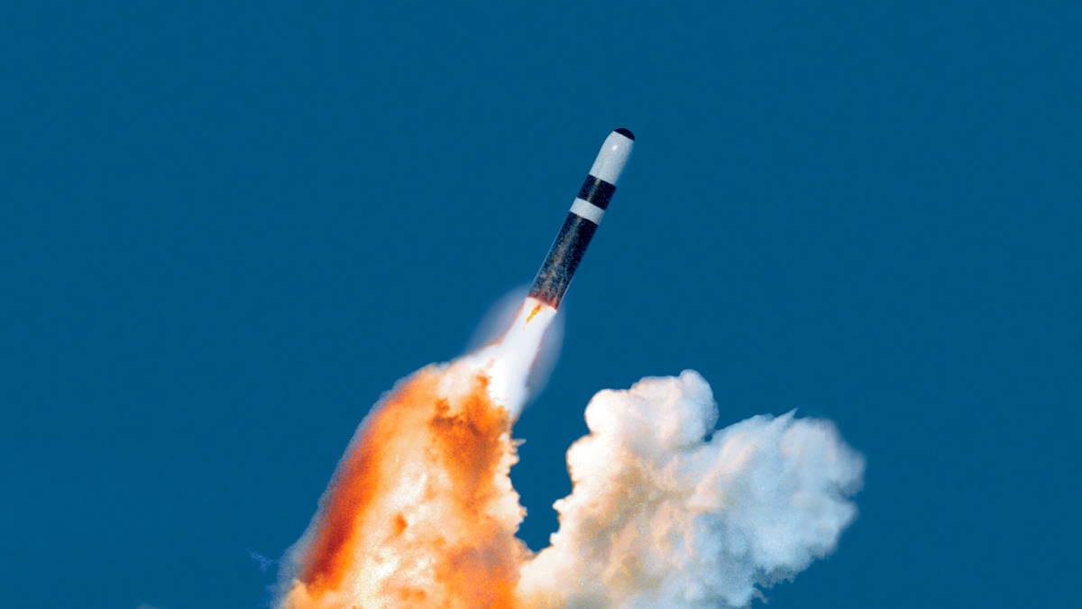 Пуск ракеты подводного базирования Trident II D5