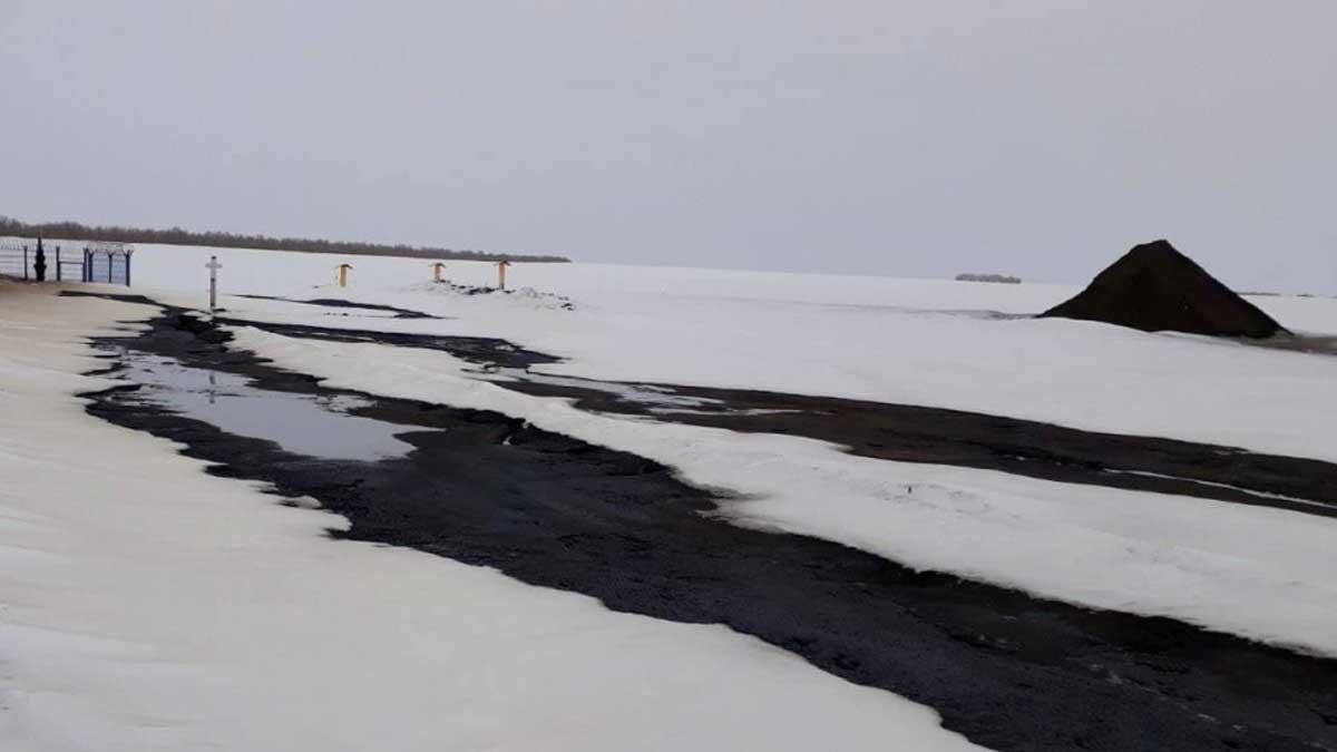 В Саратовской области прорвало нефтепровод