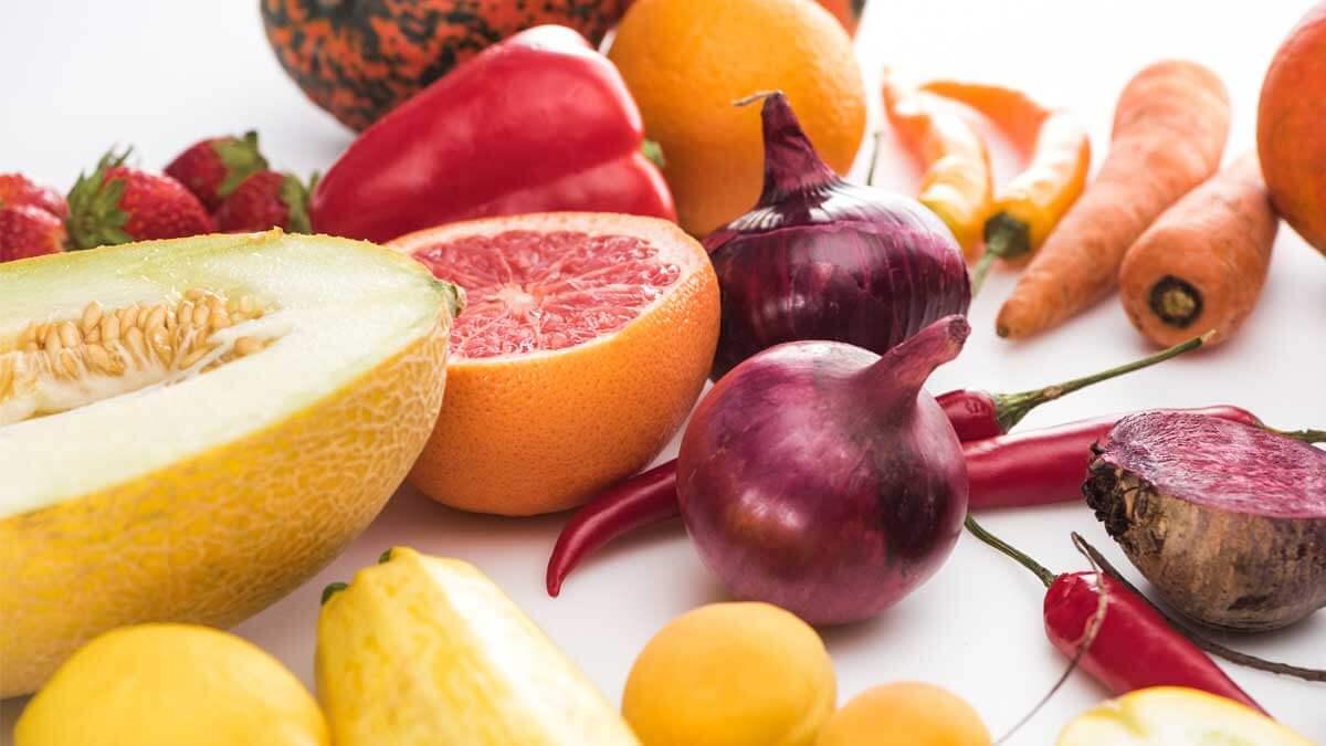 Ягоды цитрус морковь лук клубника