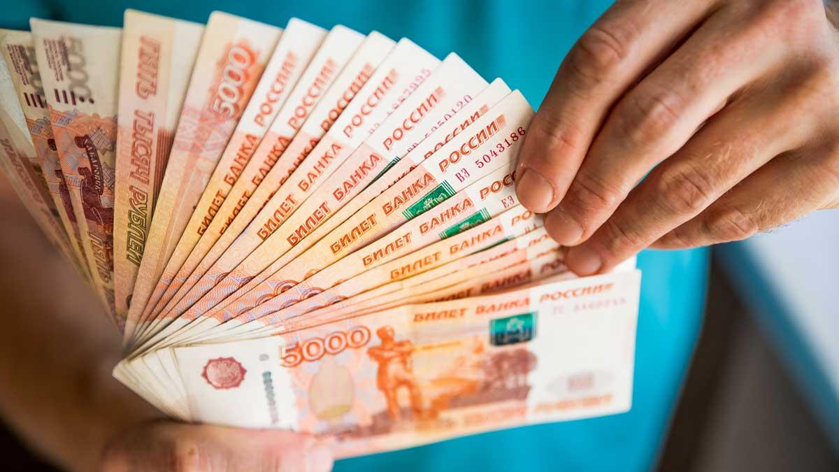 купюры рука банкноты рубли