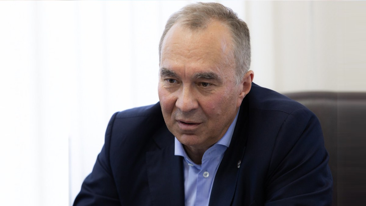 директор Центра имени Чумакова Айдар Ишмухаметов