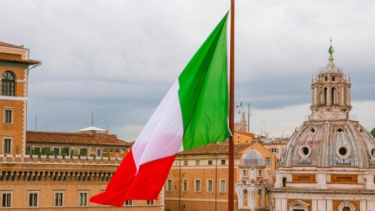 флаг италии крыши домов рим