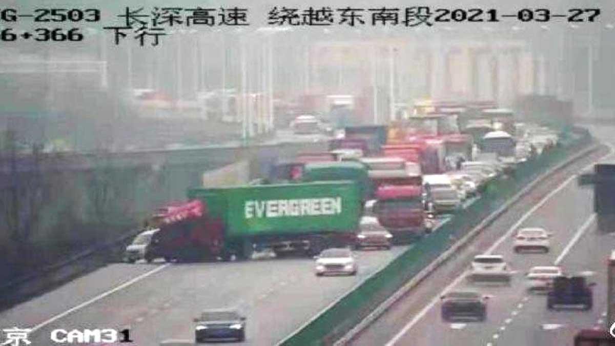 грузовик с контейнером Evergreen
