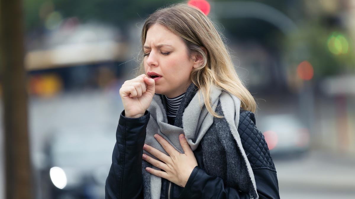 девушка кашель