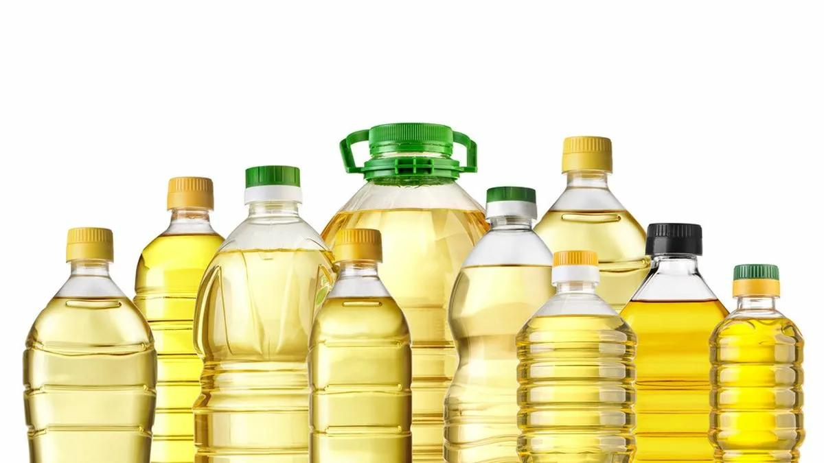 подсолнечное масло в разных бутылках