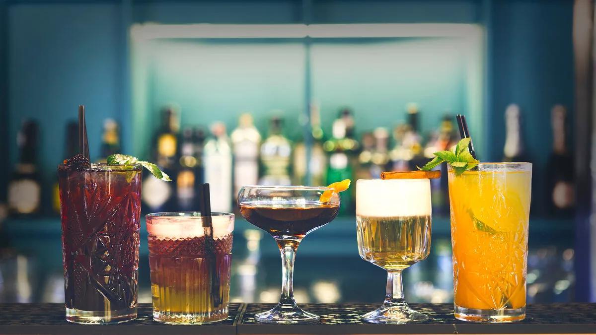 алкоголь разнообразный коктейли