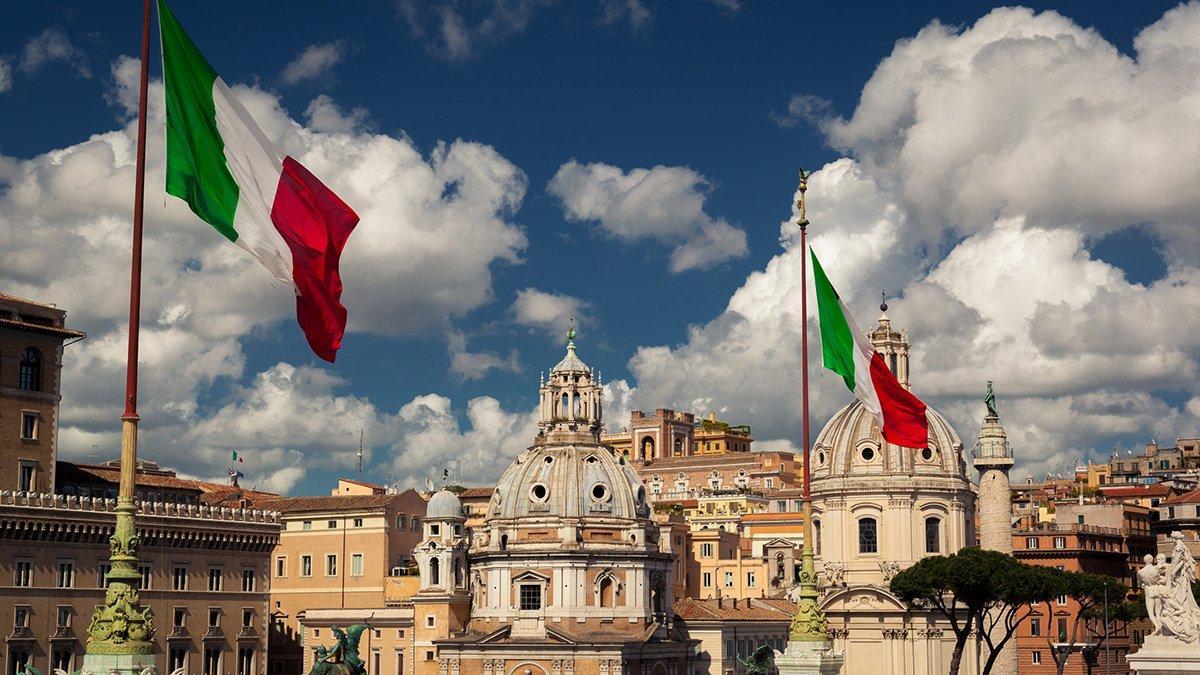 Италия Рим флаги