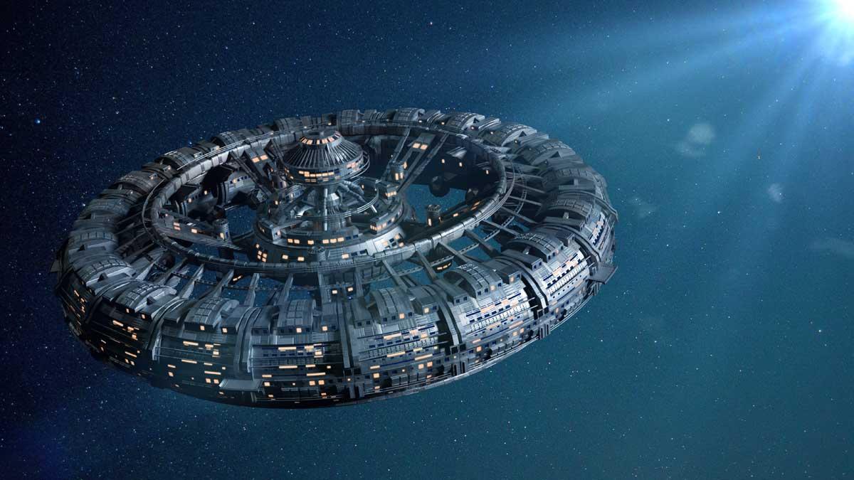 космическая станция, освещенная яркой звездой