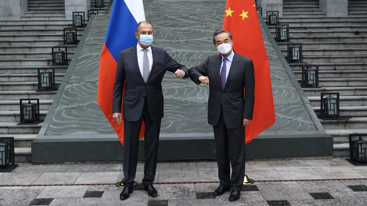 Министр иностранных дел РФ Сергей Лавров и министр иностранных дел КНР Ван И